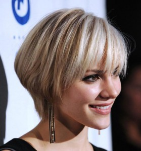 short-bob-with-fringe-hairstyles-for-women-at-30