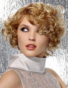 short-curly-hairstyle-for-women-at-30